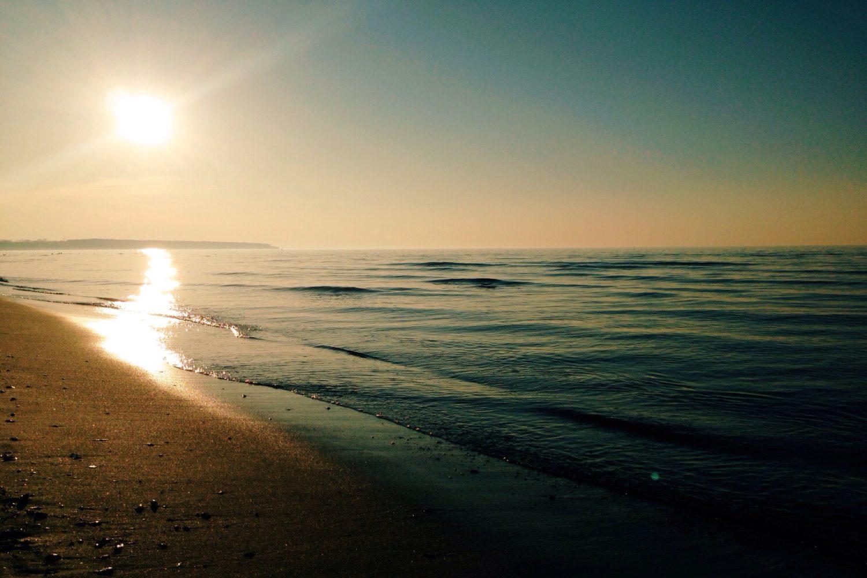 Ostseestrand in der Dämmerung