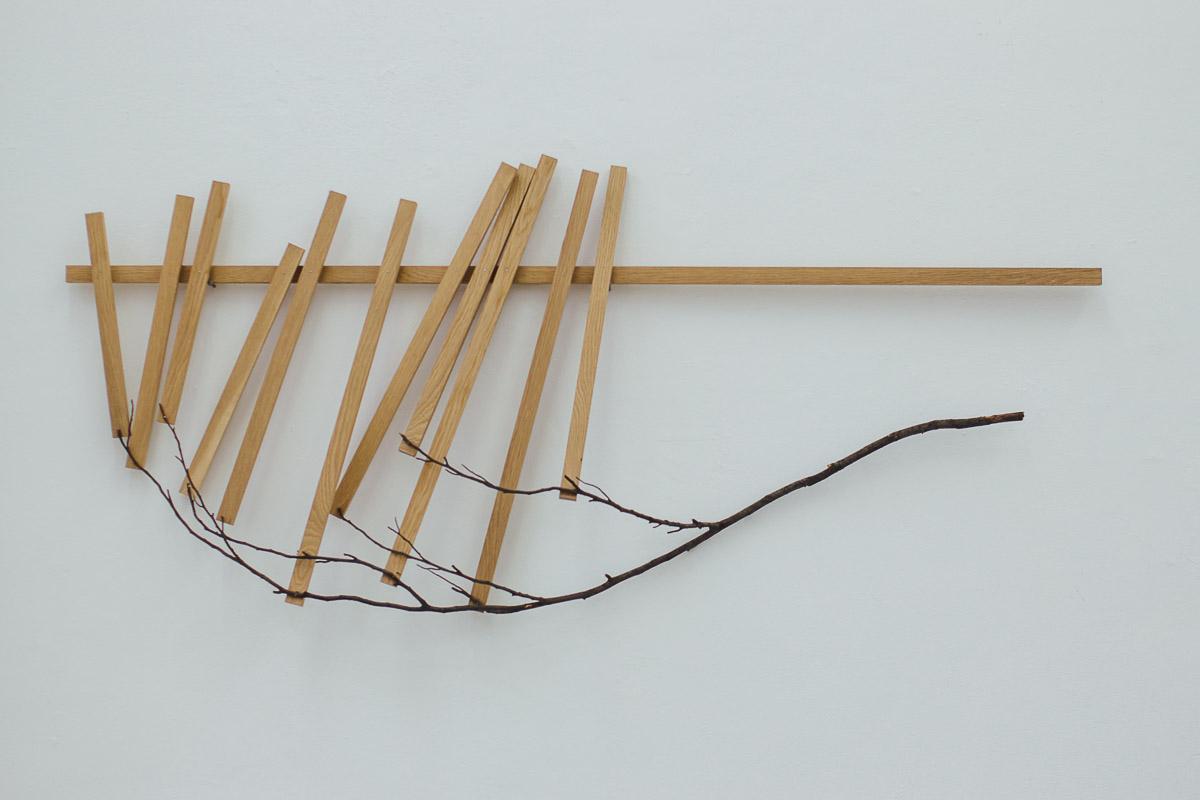 Installation aus Holz